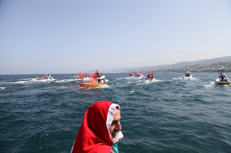 Akçaabatlı Balıkçılardan Duygulandıran Terör Protestosu galerisi resim 11