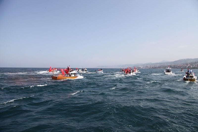 Akçaabatlı Balıkçılardan Duygulandıran Terör Protestosu galerisi resim 12