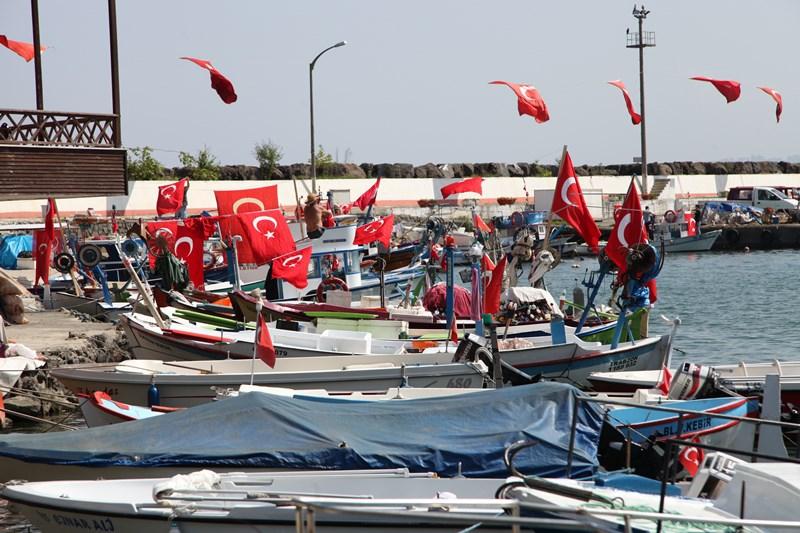 Akçaabatlı Balıkçılardan Duygulandıran Terör Protestosu galerisi resim 13