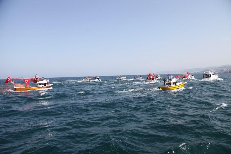 Akçaabatlı Balıkçılardan Duygulandıran Terör Protestosu galerisi resim 16