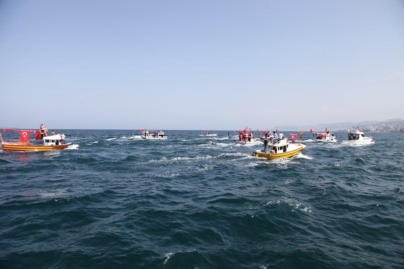 Akçaabatlı Balıkçılardan Duygulandıran Terör Protestosu galerisi resim 17