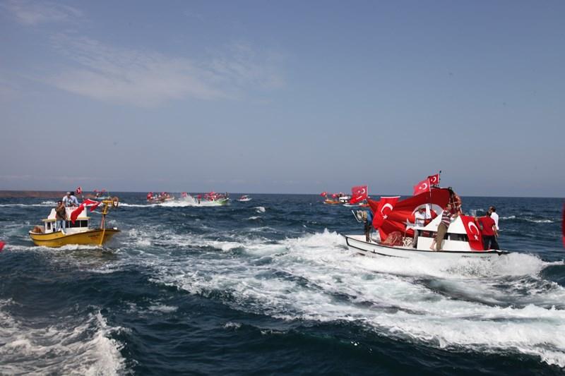 Akçaabatlı Balıkçılardan Duygulandıran Terör Protestosu galerisi resim 18