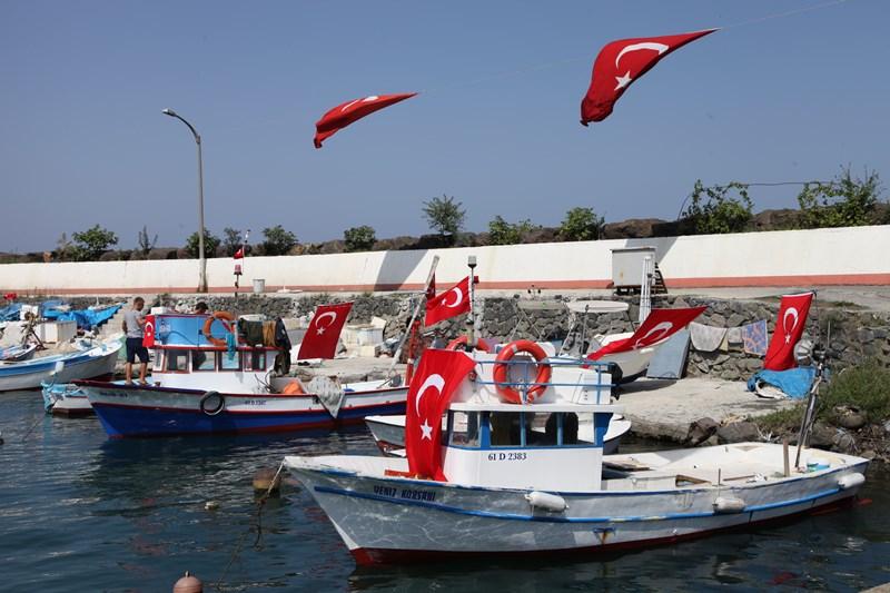 Akçaabatlı Balıkçılardan Duygulandıran Terör Protestosu galerisi resim 19
