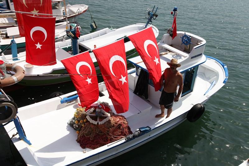 Akçaabatlı Balıkçılardan Duygulandıran Terör Protestosu galerisi resim 22