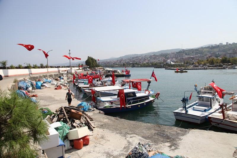 Akçaabatlı Balıkçılardan Duygulandıran Terör Protestosu galerisi resim 25