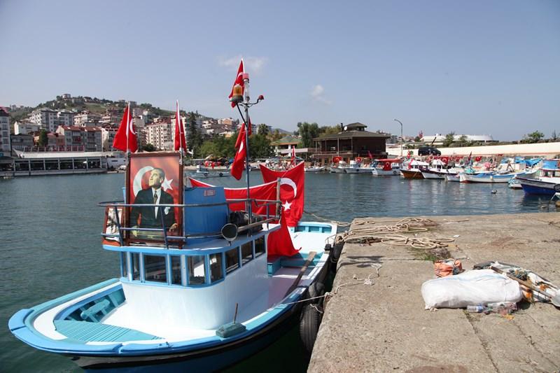 Akçaabatlı Balıkçılardan Duygulandıran Terör Protestosu galerisi resim 26