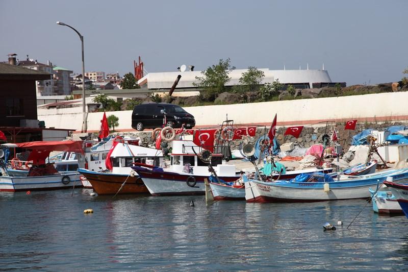 Akçaabatlı Balıkçılardan Duygulandıran Terör Protestosu galerisi resim 27