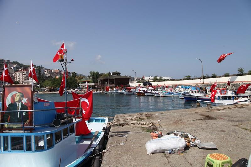 Akçaabatlı Balıkçılardan Duygulandıran Terör Protestosu galerisi resim 3