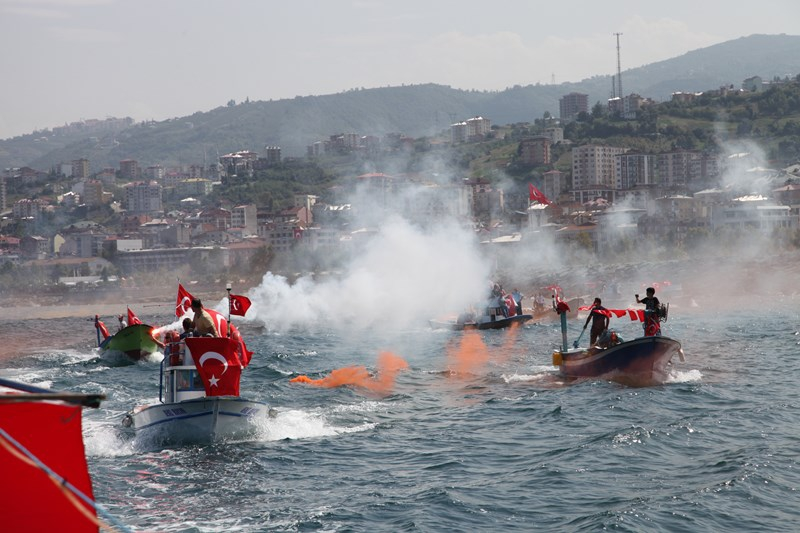 Akçaabatlı Balıkçılardan Duygulandıran Terör Protestosu galerisi resim 31