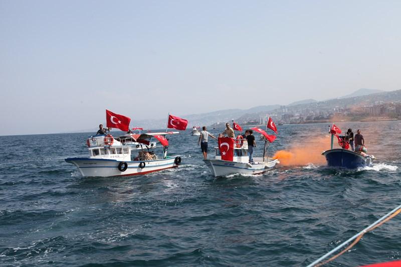 Akçaabatlı Balıkçılardan Duygulandıran Terör Protestosu galerisi resim 32