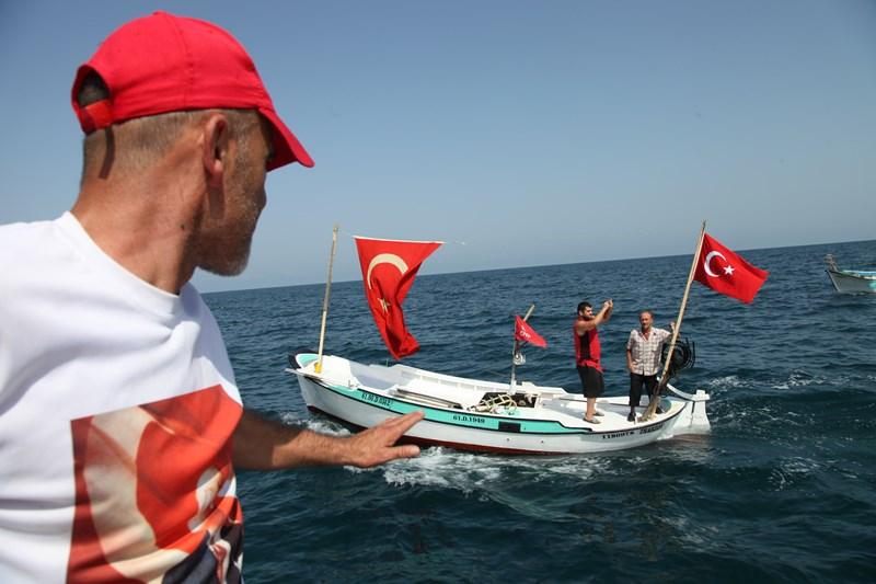 Akçaabatlı Balıkçılardan Duygulandıran Terör Protestosu galerisi resim 33