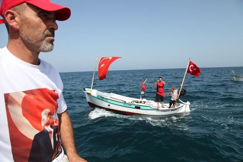 Akçaabatlı Balıkçılardan Duygulandıran Terör Protestosu galerisi resim 34