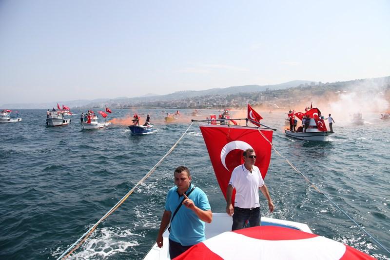 Akçaabatlı Balıkçılardan Duygulandıran Terör Protestosu galerisi resim 35