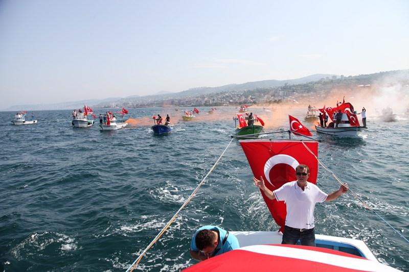 Akçaabatlı Balıkçılardan Duygulandıran Terör Protestosu galerisi resim 36