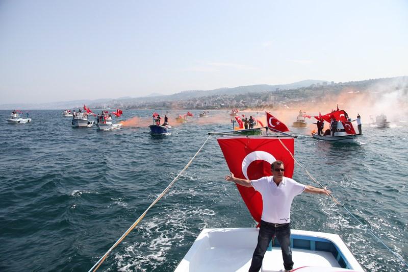 Akçaabatlı Balıkçılardan Duygulandıran Terör Protestosu galerisi resim 37