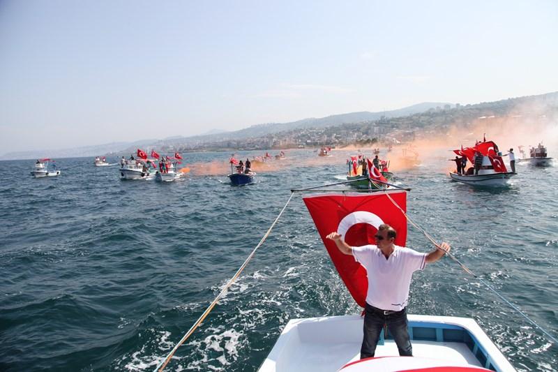 Akçaabatlı Balıkçılardan Duygulandıran Terör Protestosu galerisi resim 38