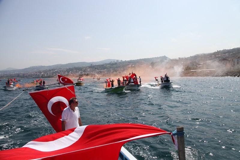 Akçaabatlı Balıkçılardan Duygulandıran Terör Protestosu galerisi resim 39