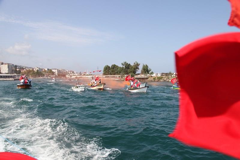 Akçaabatlı Balıkçılardan Duygulandıran Terör Protestosu galerisi resim 4