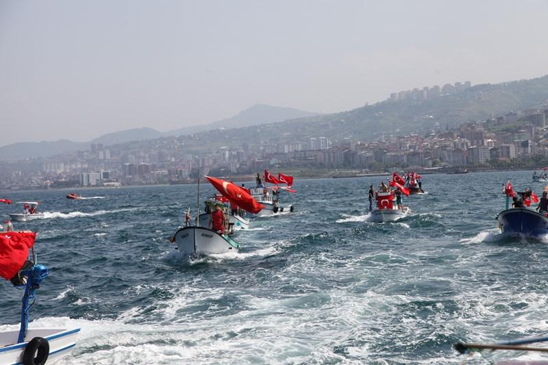 Akçaabatlı Balıkçılardan Duygulandıran Terör Protestosu galerisi resim 40