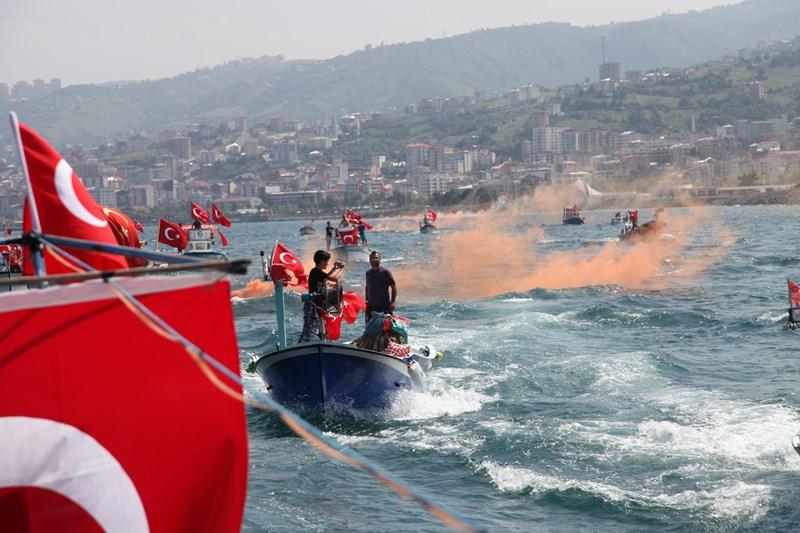 Akçaabatlı Balıkçılardan Duygulandıran Terör Protestosu galerisi resim 43