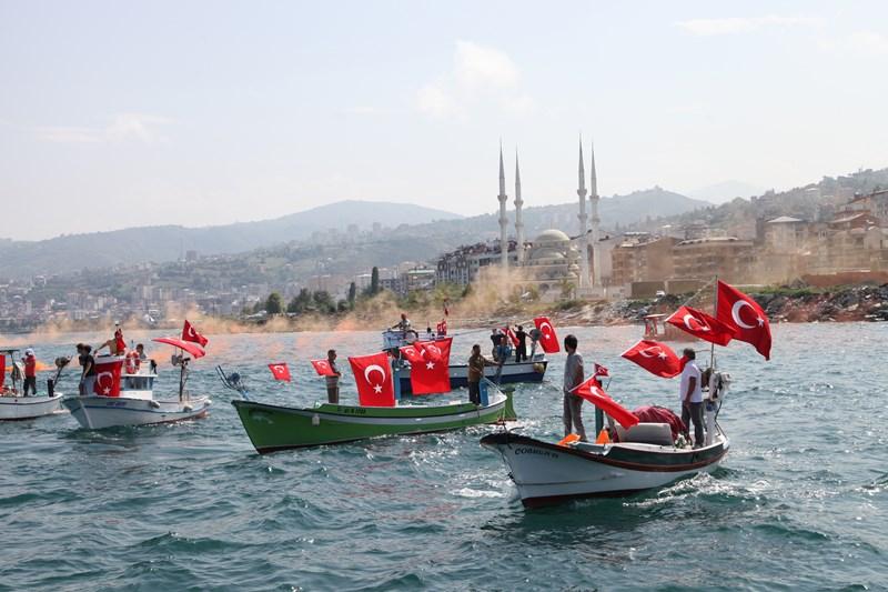 Akçaabatlı Balıkçılardan Duygulandıran Terör Protestosu galerisi resim 44