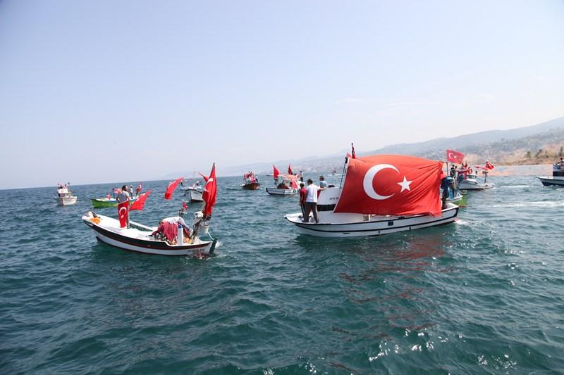 Akçaabatlı Balıkçılardan Duygulandıran Terör Protestosu galerisi resim 47