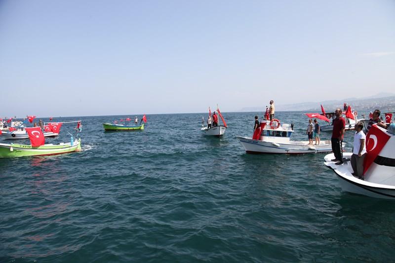 Akçaabatlı Balıkçılardan Duygulandıran Terör Protestosu galerisi resim 51
