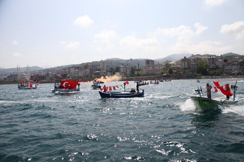 Akçaabatlı Balıkçılardan Duygulandıran Terör Protestosu galerisi resim 53