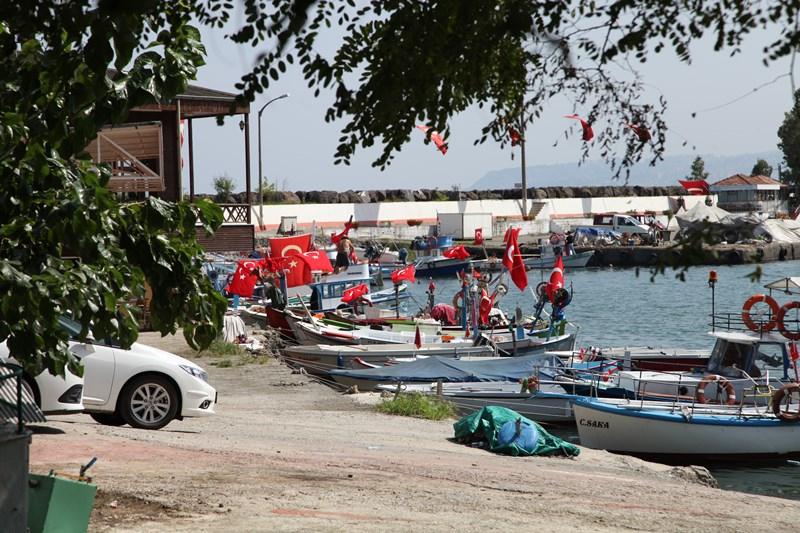 Akçaabatlı Balıkçılardan Duygulandıran Terör Protestosu galerisi resim 56
