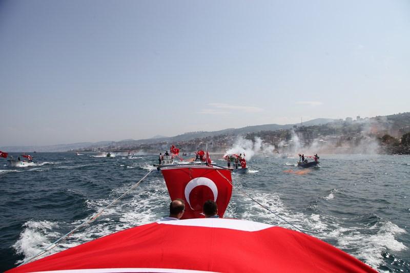 Akçaabatlı Balıkçılardan Duygulandıran Terör Protestosu galerisi resim 6