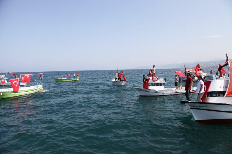Akçaabatlı Balıkçılardan Duygulandıran Terör Protestosu galerisi resim 7