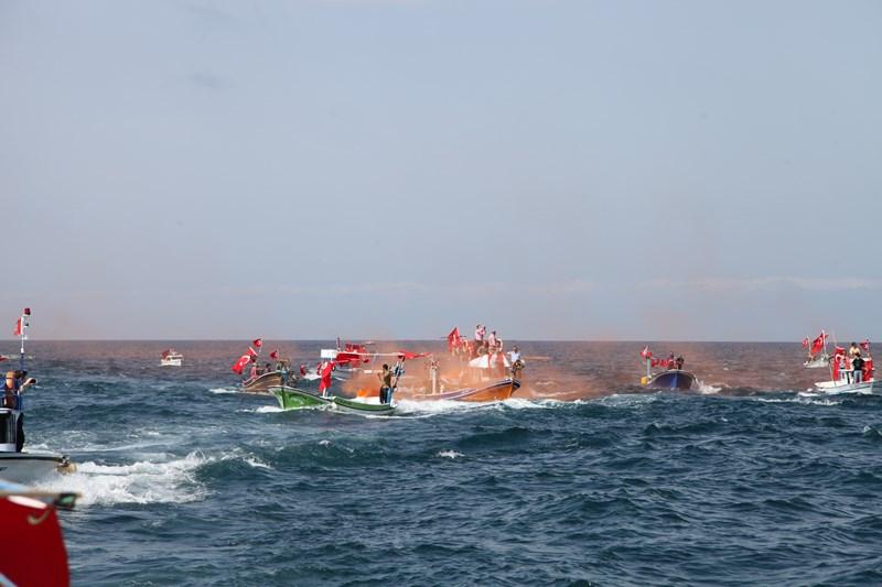 Akçaabatlı Balıkçılardan Duygulandıran Terör Protestosu galerisi resim 8
