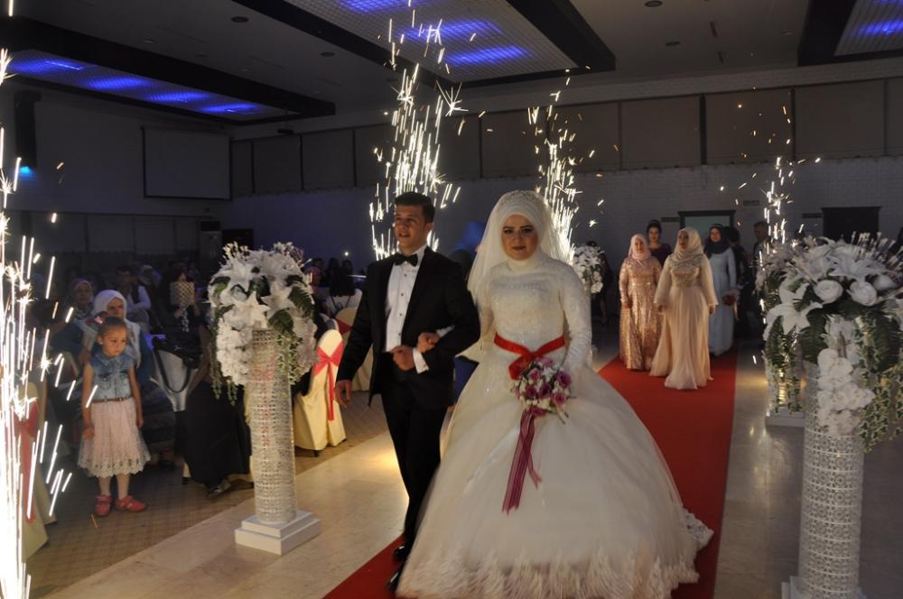 Merve Ve Uğur'un Muhteşem Düğünü galerisi resim 1
