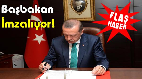 Başbakan Mehmet Baş'ı İmzalıyor.