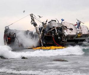 Türk Teknesi Vuruldu...