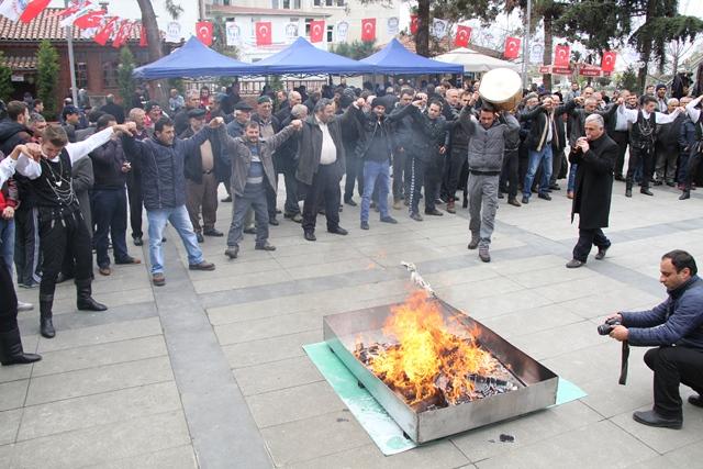 Akçaabat'ta Nevruz Ateşini Belediye Başkanı Yaktı