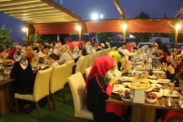 Belediye'den Ailelere İftar Yemeği