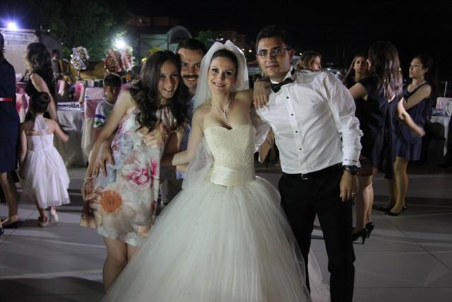 Sinan Sivrikaya Kızını Evlendirdi.