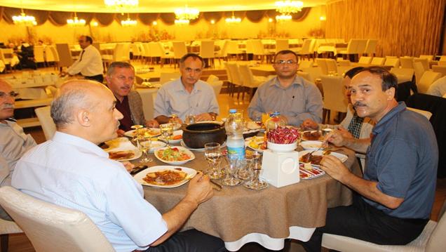 Şefik Türkmen'den İftar Yemeği