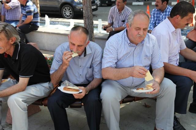 """Akçaabat'ta Simitli,Kaşar Peynirli Ve """"Su""""lu Bayramlaşma Töreni."""