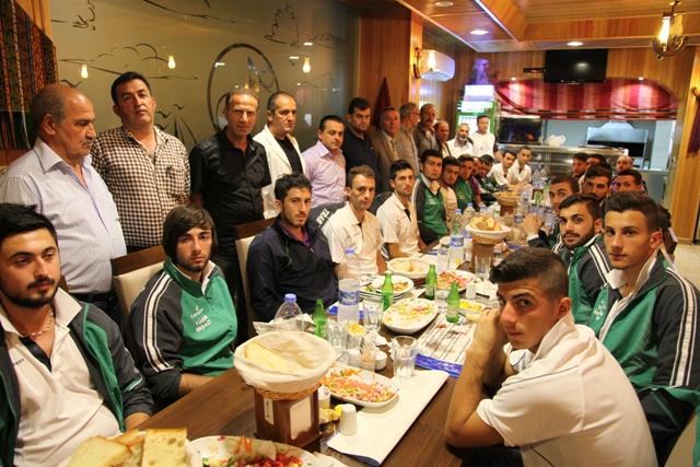 Akçakalespor Yönetimi Ve Futbolcuları Yemekte Bir Araya Geldiler.