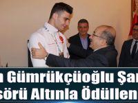 Başkan Gümrükçüoğlu Şampiyon Boksörü Altınla Ödüllendirdi