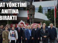 CHP Akçaabat İlçe Yöneticileri, 10 Kasım Dolayısıyla Atatürk Anıtına Çelenk Bıraktı