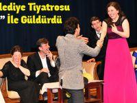 """Büyükşehir Belediye Tiyatrosu """"Kördüğün"""" İle Güldürdü"""