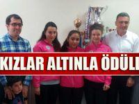 Şampiyon Bayan Karateciler Altınla Ödüllendirildi