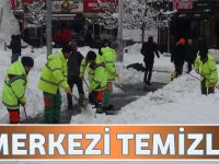 Büyükşehir Belediyesi Şehir Merkezini Temizliyor