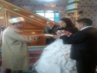 İmam Rus Gelini Müslüman Yaparak Çifleri Evlendirdi.